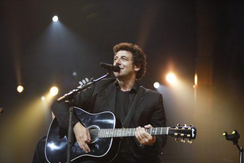 Concert de Patrick Bruel pendant les 24 Heures du Bâtiment à Bercy.