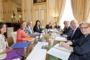 Signature du syndicat CFE-CGC à Matignon avec le premier ministre Jean Marc Ayrault, Michel Sapin.
