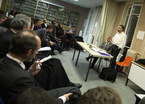 Prise de parole décontractée du numéro trois de la liste PS, lors d'une réunion de campagne le 28/01/08