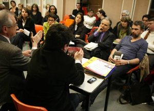 Aux premières loges lors des réunions hebdomadaires stratégiques tardives, le 04/02/08.