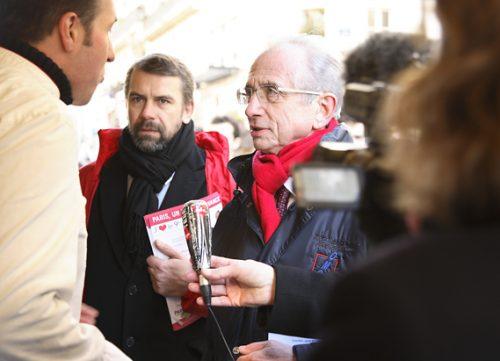 Tournée auprès des commerçants suivie par une équipe télé, le 16/02/08, rue des Martyrs
