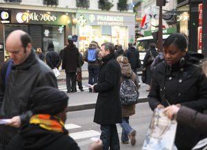 La distribution de tracts est parfois un moment difficile et solitaire, le 05/02/08, métro Cadet.