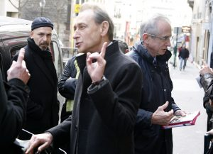 Convaincre jusque dans la rue. (rue Rochechouard, le 01/03/08)