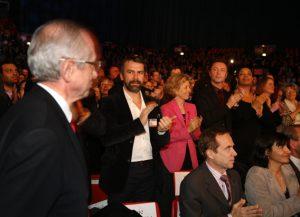 Philippe Torreton acclame son colistier, lors du meeting de Bertrand Delanoë au Zénith.